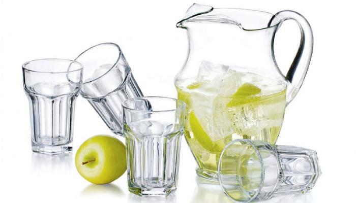 el uso de las jarras de vidrio para la salud